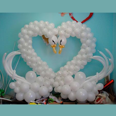 Лебедь из шариков