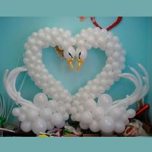 Лебеди из шаров на свадьбу